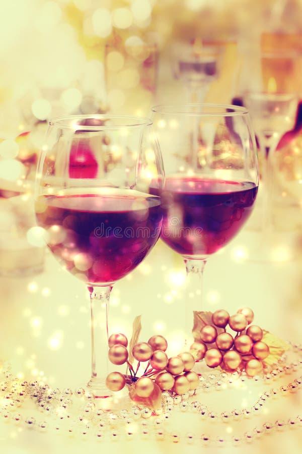 Regolazione della Tabella del vino di festa fotografia stock libera da diritti