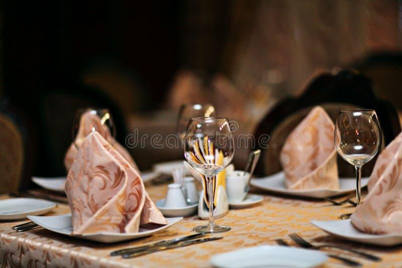 Regolazione della tavola del ristorante, banchetto fotografia stock