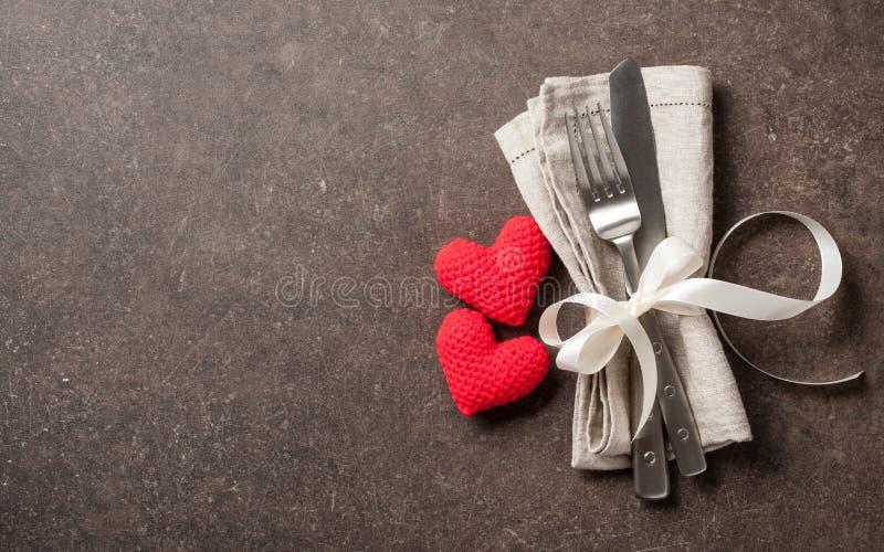 Regolazione della tavola di giorno di biglietti di S. Valentino fotografia stock