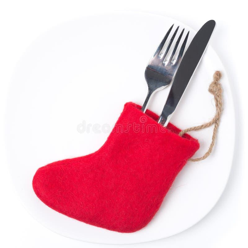 Regolazione della tavola di Natale con gli stivali rossi, su bianco fotografia stock