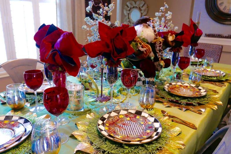 Regolazione della tavola di Natale con la figurina di Santa Claus fotografia stock