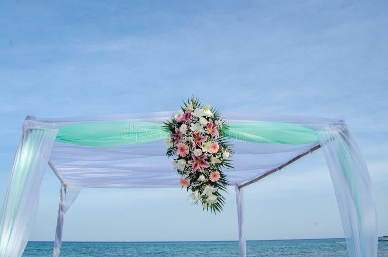Regolazione di nozze di spiaggia immagine stock libera da diritti