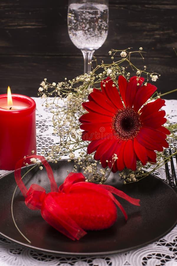 Regolazione di posto della tavola di giorno di S. Valentino immagini stock libere da diritti