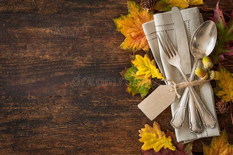 Regolazione di posto di autunno di ringraziamento fotografia stock libera da diritti