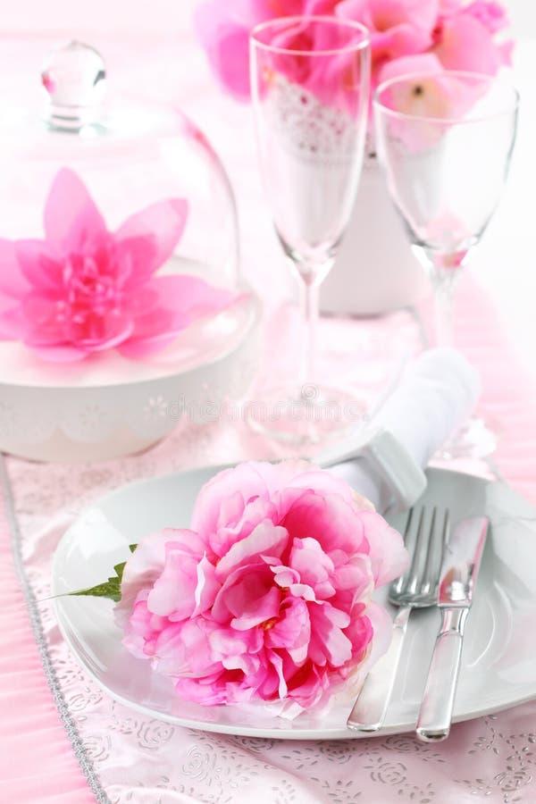 Regolazione di posto nel colore rosa fotografia stock libera da diritti