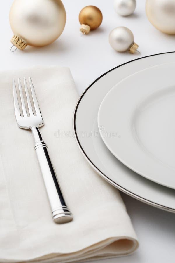Regolazione di posto pranzante fine festiva della regolazione della tavola di cena di Natale immagini stock libere da diritti