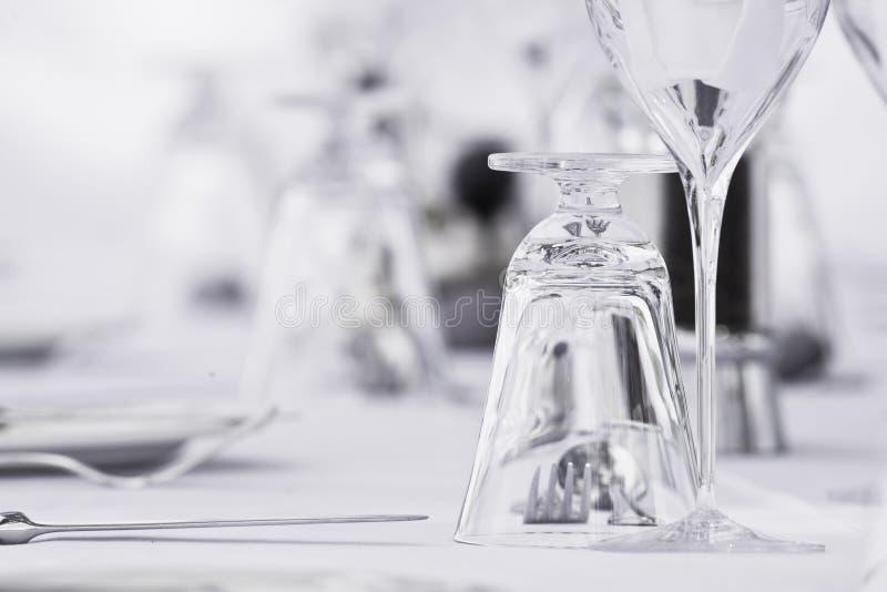 Regolazione fine del tavolo da pranzo immagini stock libere da diritti