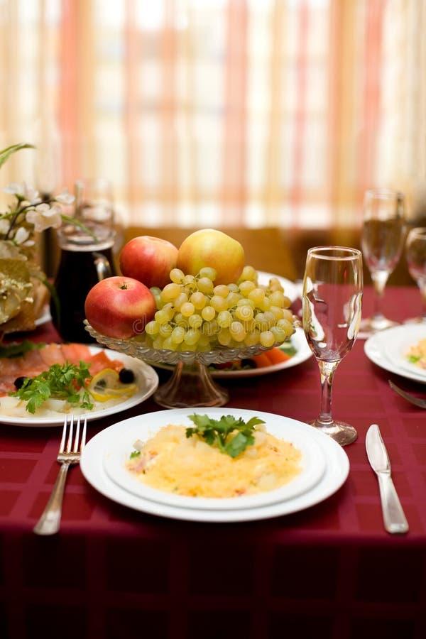 Regolazione fine della tabella nel ristorante gastronomico fotografia stock libera da diritti