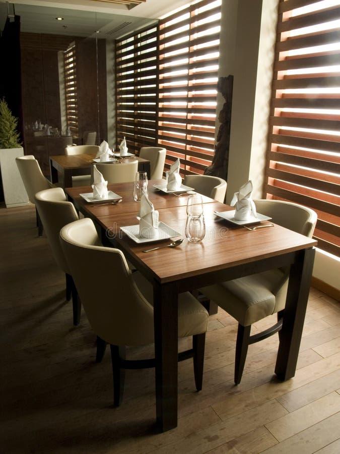 Regolazione moderna della Tabella del ristorante fotografia stock libera da diritti