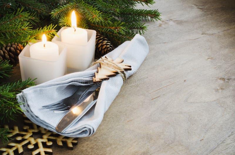 Regolazione rustica della Tabella di Natale per la notte di Natale Vacanze invernali fotografia stock libera da diritti