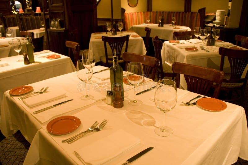 Regolazioni della tabella del ristorante immagine stock