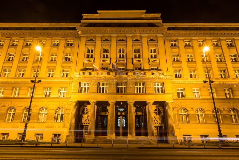 Regoli la traccia nelle vie di Zagabria alla notte a Zagabria, Croazia fotografie stock libere da diritti