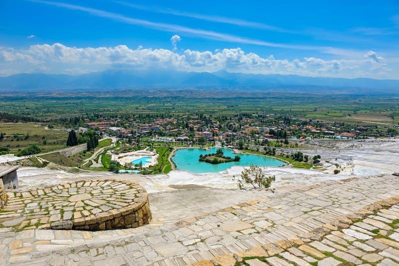 Regroupements de travertin et terrasses chez Pamukkale, Turquie photos stock