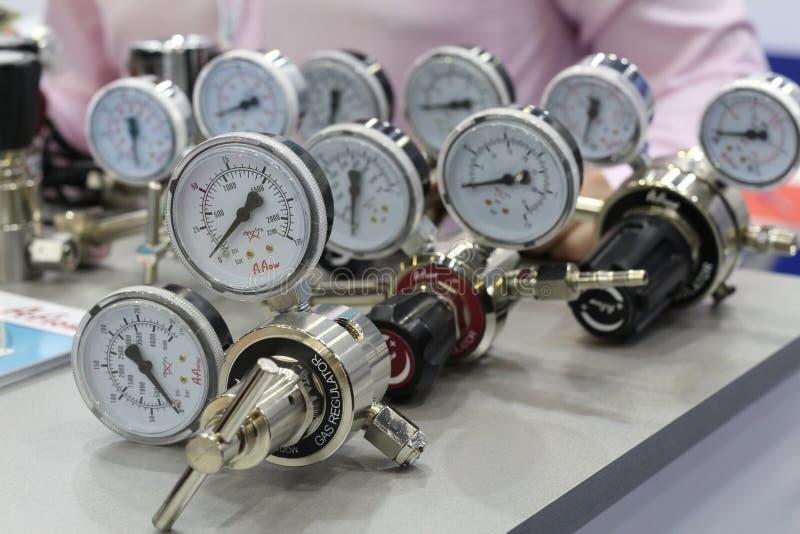 Regulador de pressão em umas tubulações de gás para o petróleo e gás e as indústrias químicas foto de stock royalty free