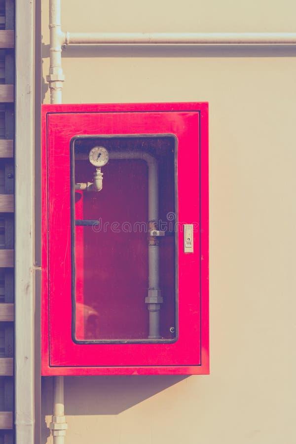Regulador del sistema de la lucha contra la regadera y el fuego del agua imagenes de archivo