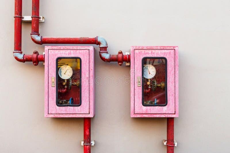 Regulador del sistema de la lucha contra la regadera y el fuego del agua fotografía de archivo libre de regalías
