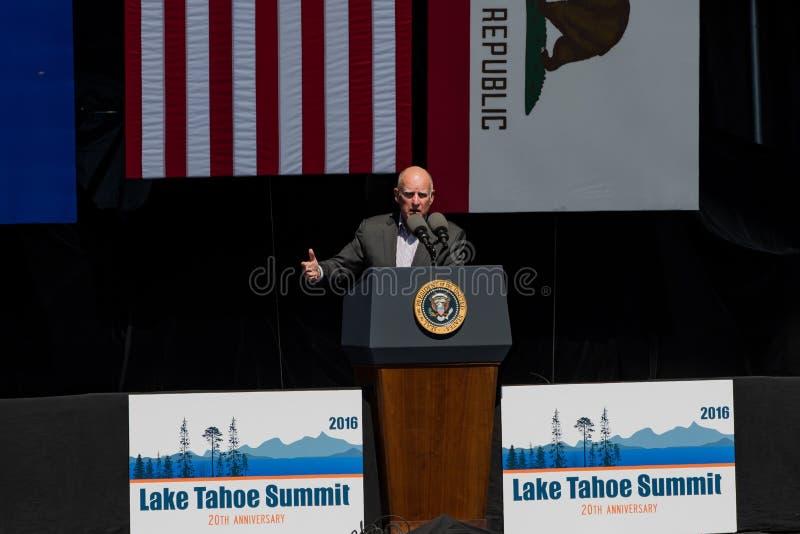 Regulator Brown Speaking på den 20th årliga Lake Tahoe toppmötet royaltyfri bild