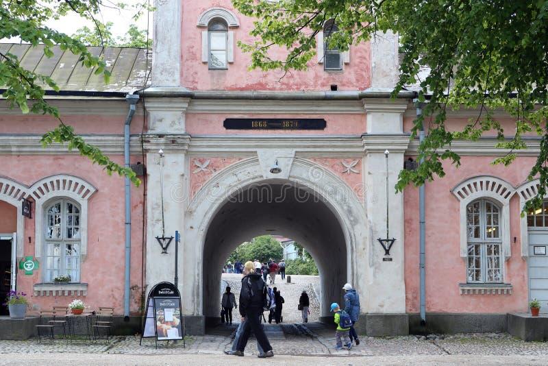 Reißen Sie Tor im Schloss von Suomenlinna in Helsinki, Finnland hin lizenzfreies stockfoto