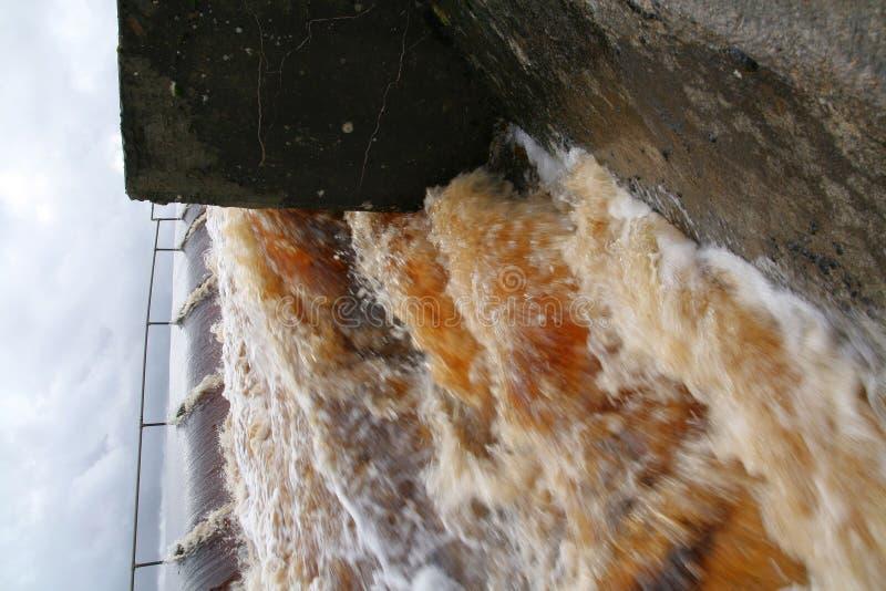 Reißende Flut lizenzfreies stockfoto