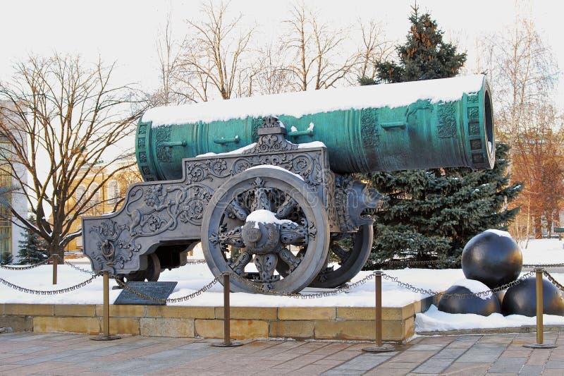 Rei Cannon do canhão do czar no Kremlin de Moscou no inverno imagens de stock