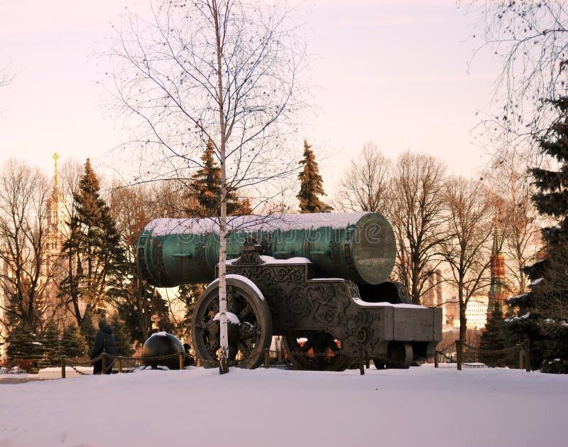 Rei Cannon do canhão do czar no Kremlin de Moscou no inverno imagem de stock