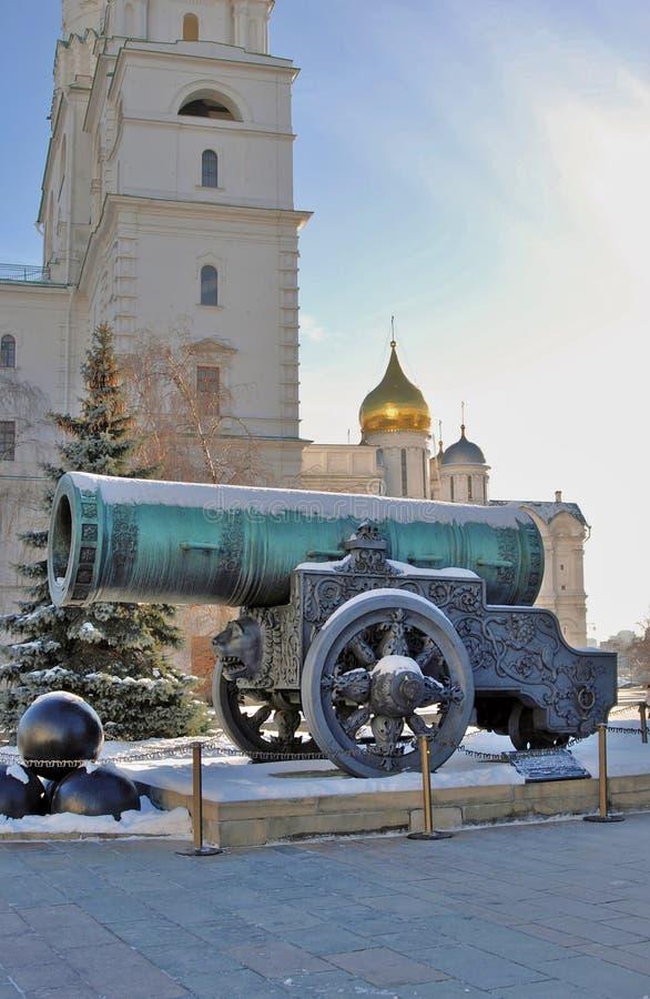 Rei Cannon do canhão do czar no Kremlin de Moscou no inverno imagens de stock royalty free