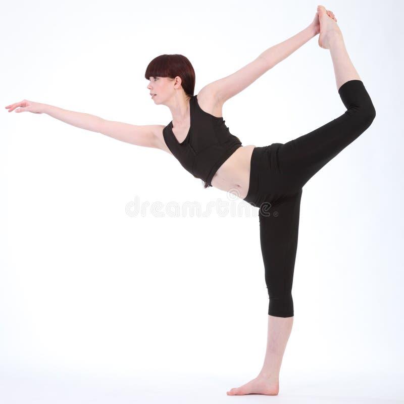 Rei Dançarino Levantamento da ioga pela mulher bonita da aptidão imagem de stock royalty free