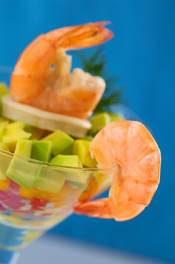 Rei Prawn com salada fotos de stock