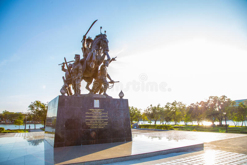 Rei Taksin Statue imagens de stock royalty free