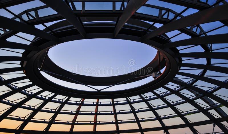 Reichstag圆顶在柏林 免版税库存图片