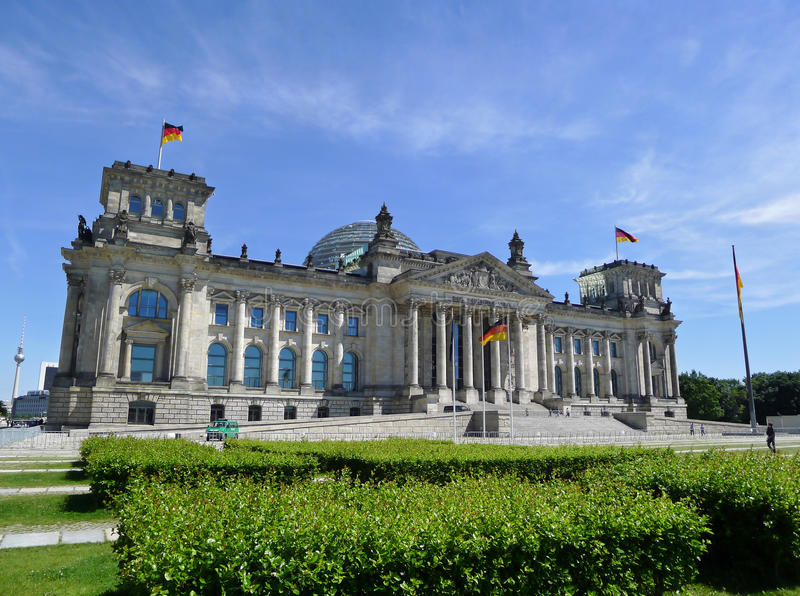 Reichstag die Berlijn bouwen stock afbeeldingen