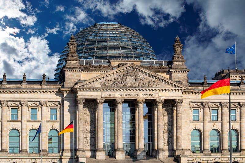 Reichstag die Deutscher Bundestag in Berlijn, Duitsland bouwen stock foto