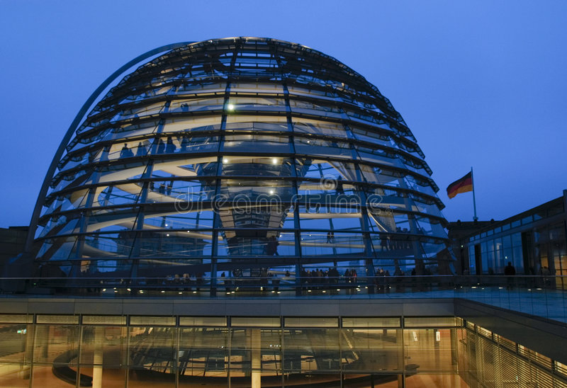 Reichstag met Vlag royalty-vrije stock afbeelding