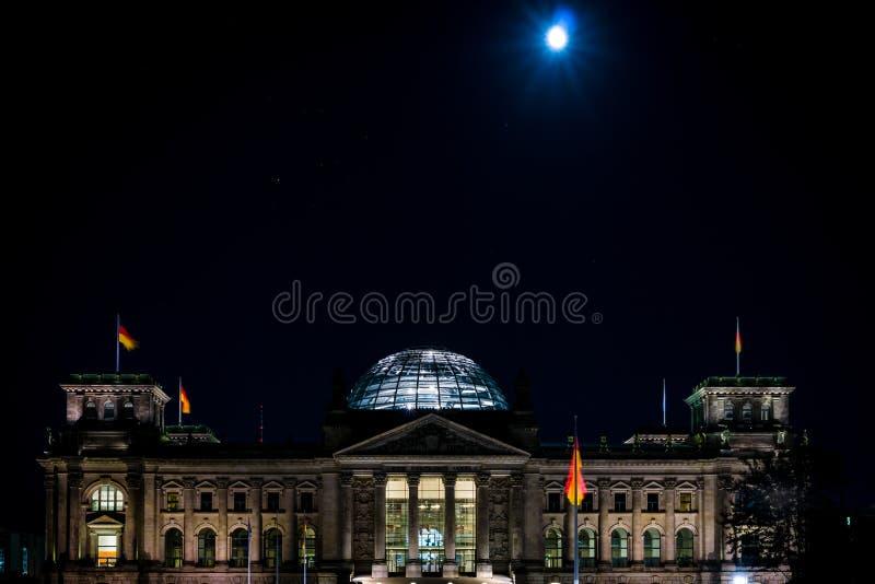 Reichstag pendant la nuit photo libre de droits