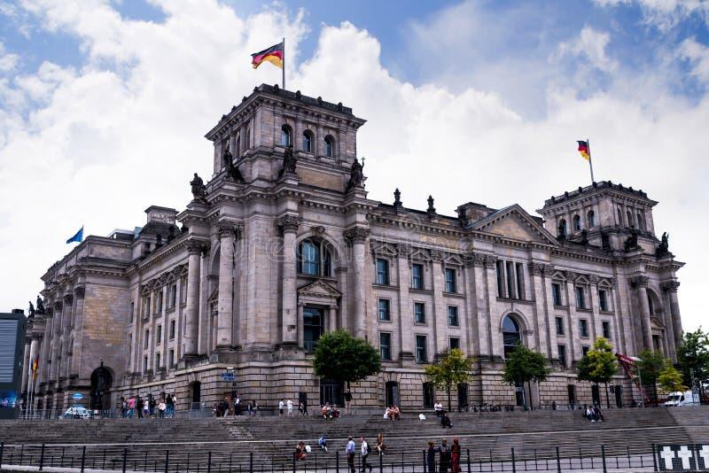 Reichstag widoki od wieczór Rzecznego rejsu wokoło miasta od Muzealnej wyspy obraz stock