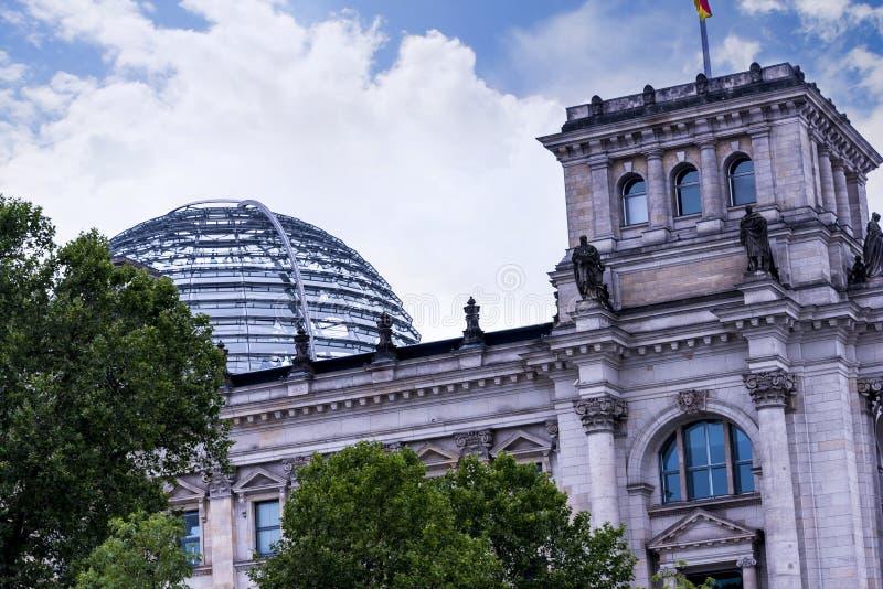 Reichstag widoki od wieczór Rzecznego rejsu wokoło miasta od Muzealnej wyspy obrazy stock
