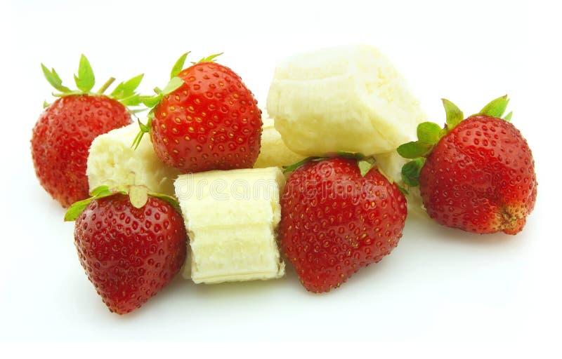 Reife Erdbeere und Banane stockfoto