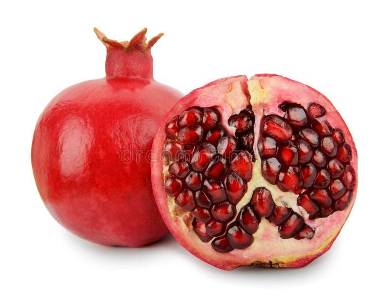 Reife Granatapfelfrucht mit Hälfte lokalisiert auf weißem Hintergrund lizenzfreies stockbild