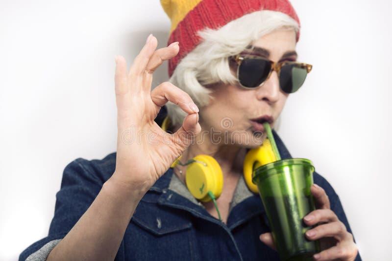 Reife Hippie-Frau lizenzfreie stockfotos
