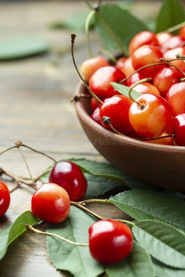 Reife Kirschen der saftigen frischen geschmackvollen Beeren stockbilder