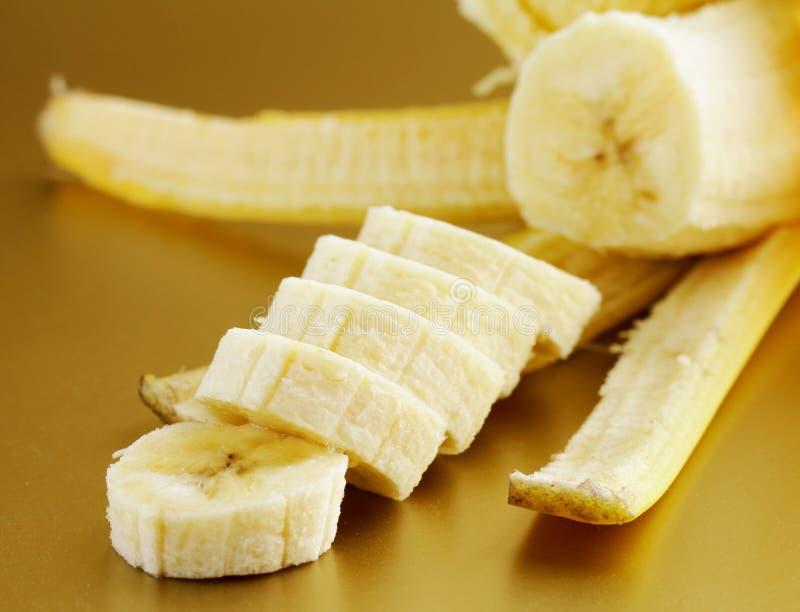 Reife organische Banane geschnitten lizenzfreie stockfotos