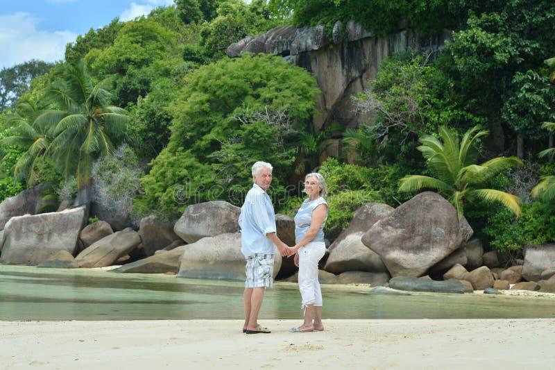 Reife Paare auf Ferien stockfotografie