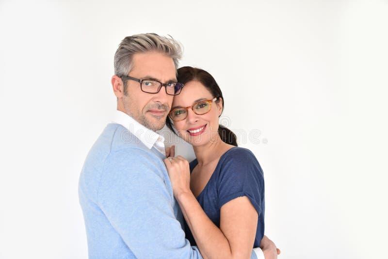 Reife Paare mit Brillen stockfotos