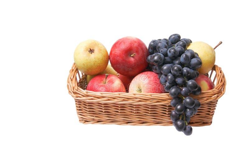 Reife, saftige Frucht im Korb. lizenzfreie stockfotos