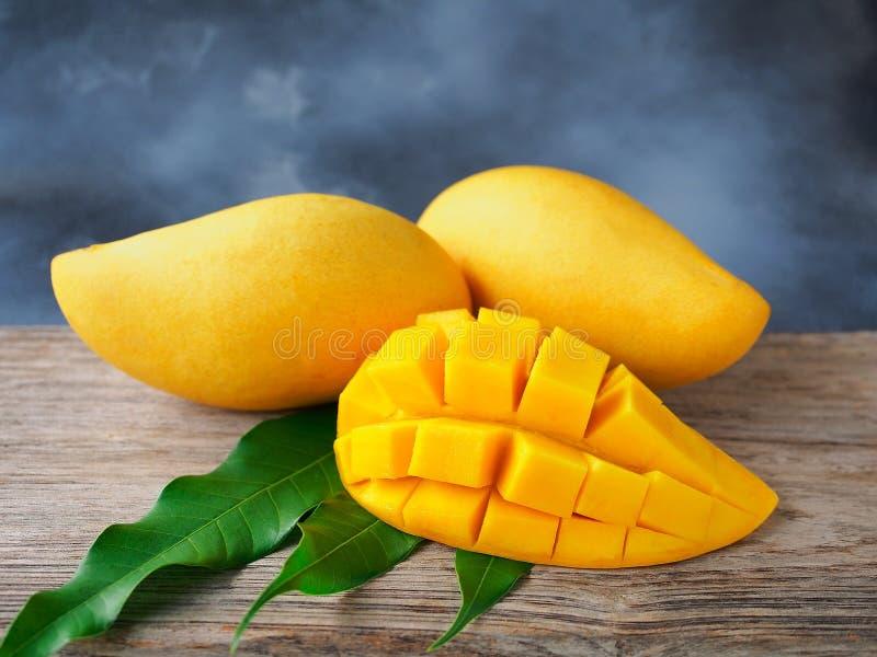 Reife thailändische Mangofrucht lizenzfreies stockfoto