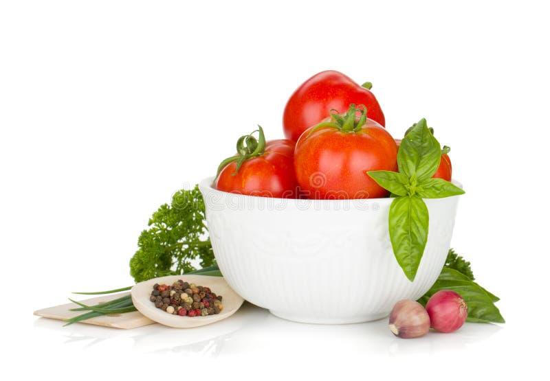 reife tomaten basilikum und petersilie stockbild bild von gesund mahlzeit 62893847. Black Bedroom Furniture Sets. Home Design Ideas