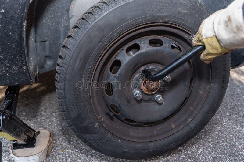 Reifenänderung - Nahaufnahmereparatur lizenzfreie stockbilder
