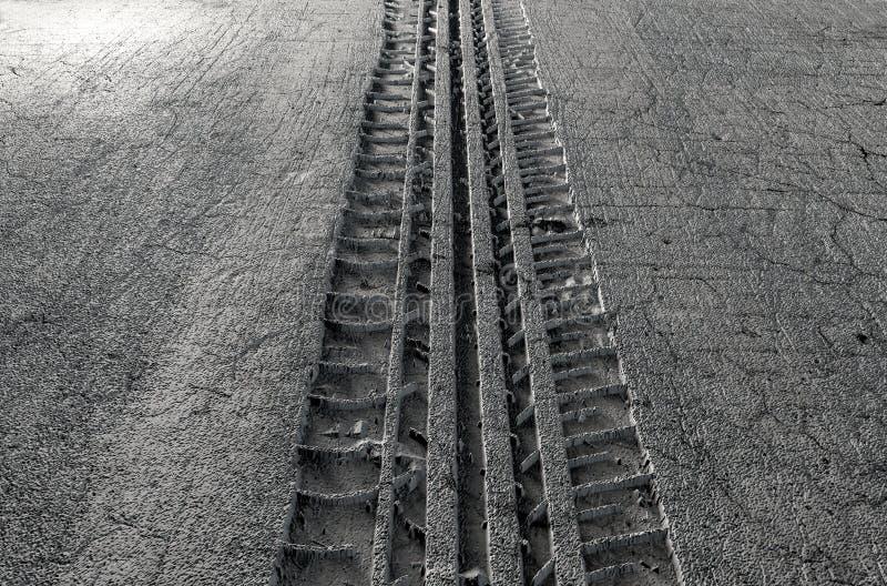 Reifen-Bahn im Boden stock abbildung