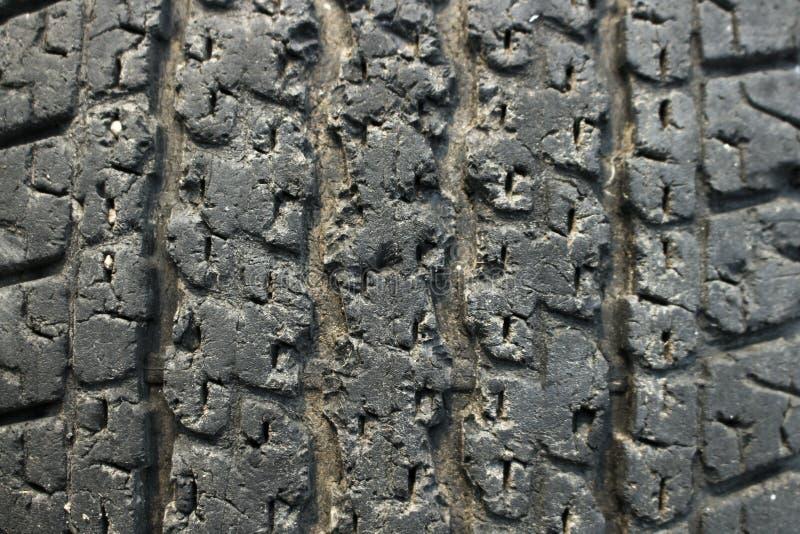 Reifen ist ist die Ursache des Unfalles altes defektes lizenzfreie stockfotografie