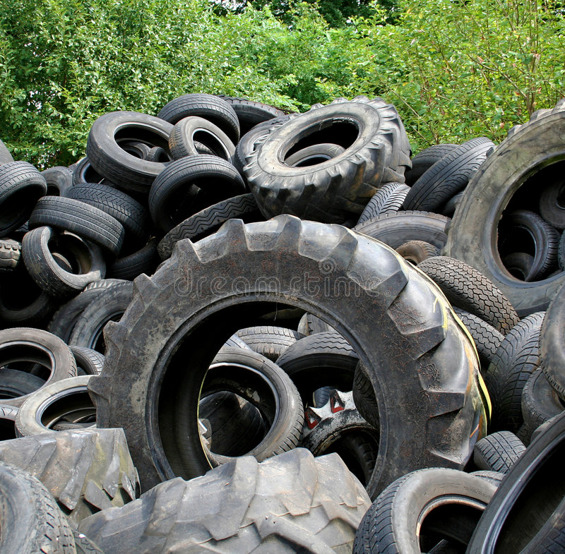 Reifenhaufen stockbilder